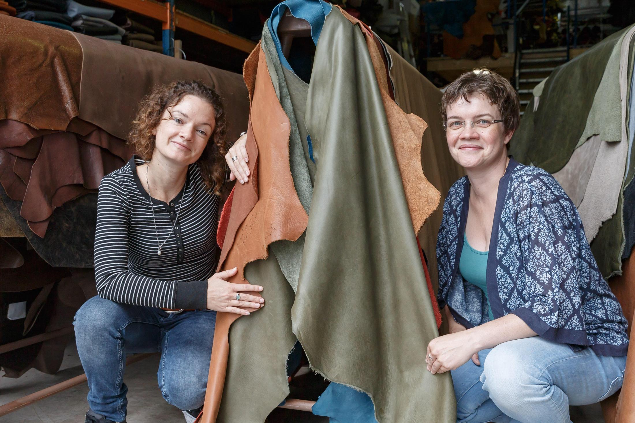 Marjolein en Marije Visser van leerhandel Eurolatino